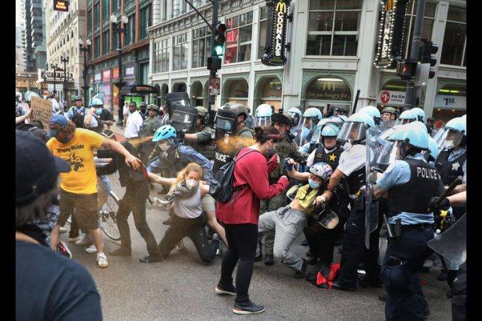 Peaceful Chicago Protests Turn Violent Quickly
